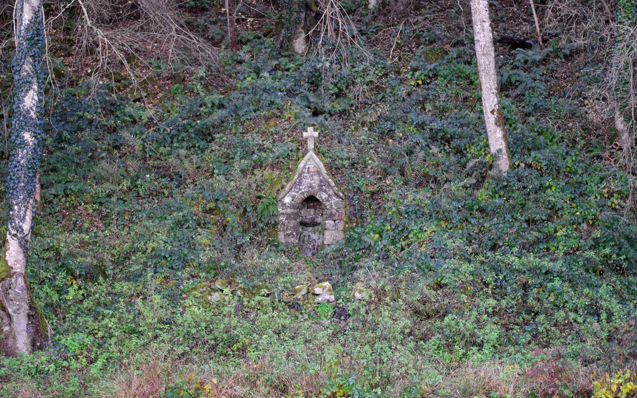 La fontaine miraculeuse de Saint-Céneri-le-Gerei